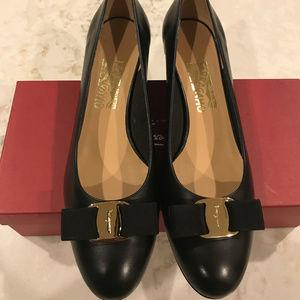 Salvatore Ferragamo Vara Shoes 9 1/2B (Medium)